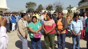 Mujeres jovenes decidiendo sus autoridades